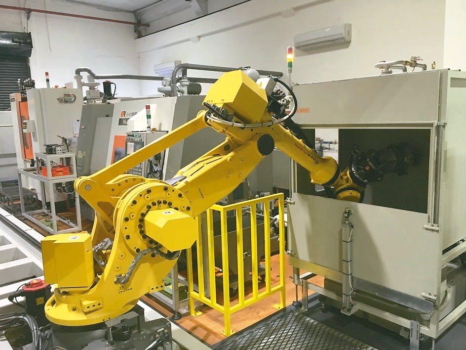 勞動部職安署將把工業機器人納入安全源頭管理,業界擔心缺乏配套措施。 (本報系資料...