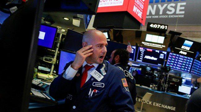 美國30年期公債殖利率已首度跌破2%,凸顯債券投資人極度不看好經濟前景。圖/路透