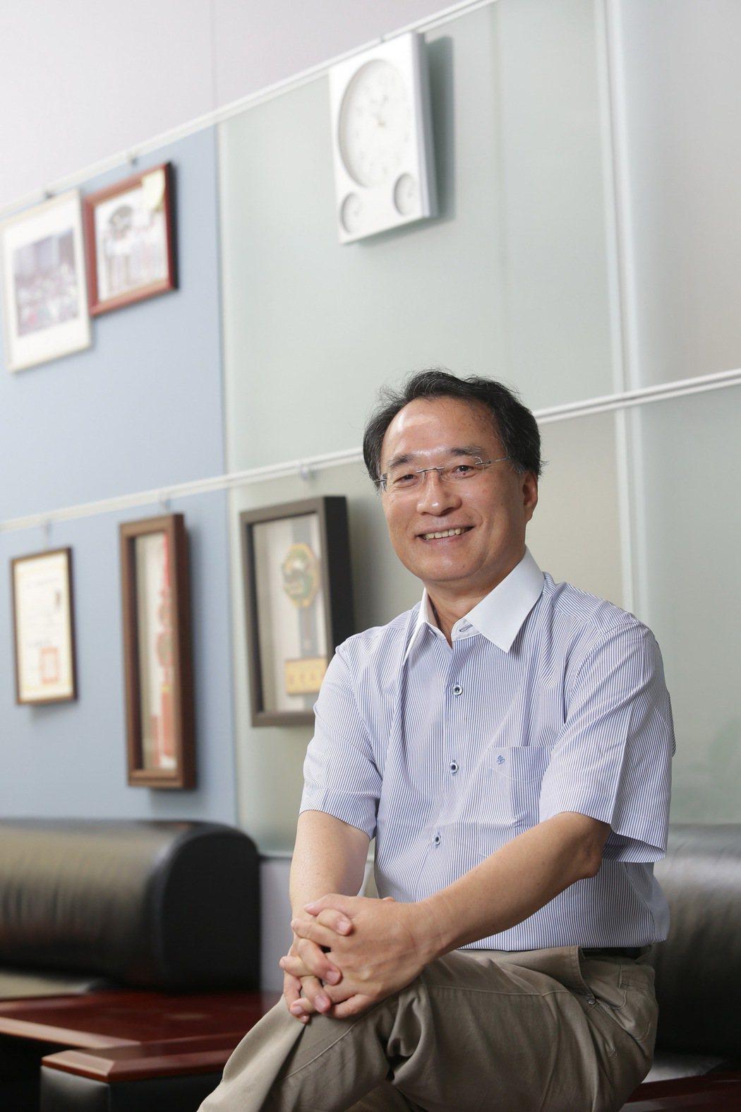 台灣鎖業暨五金發展協會理事長沈木林說,門鎖智慧化是一種趨勢,市場已開始注意到智慧...