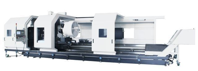 加工巨型智慧多軸車銑複合切削中心機。 工業局/提供