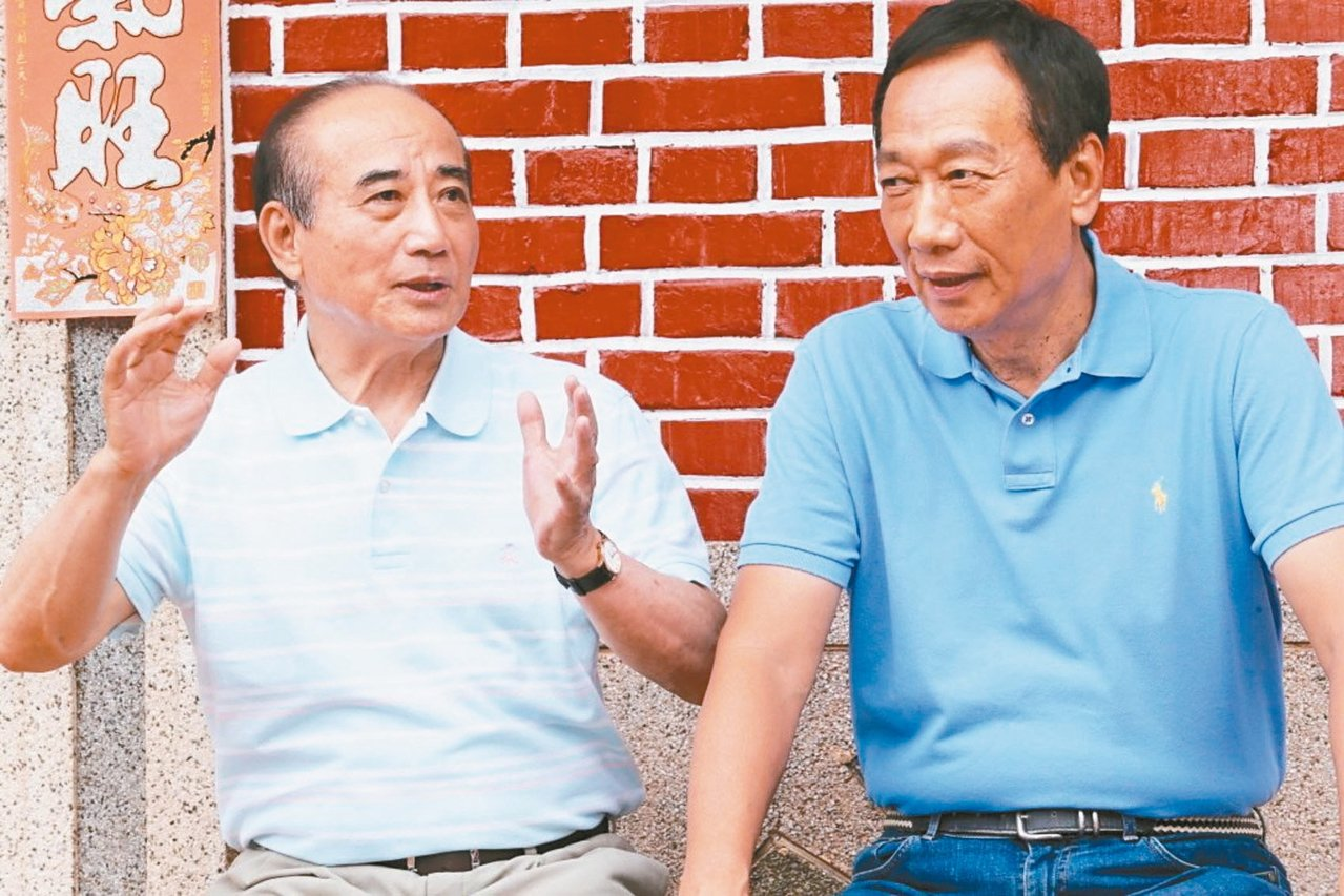 郭台銘幕僚說,只要柯文哲與王金平(左)最後目的是為中華民國好,郭台銘(右)當然不...
