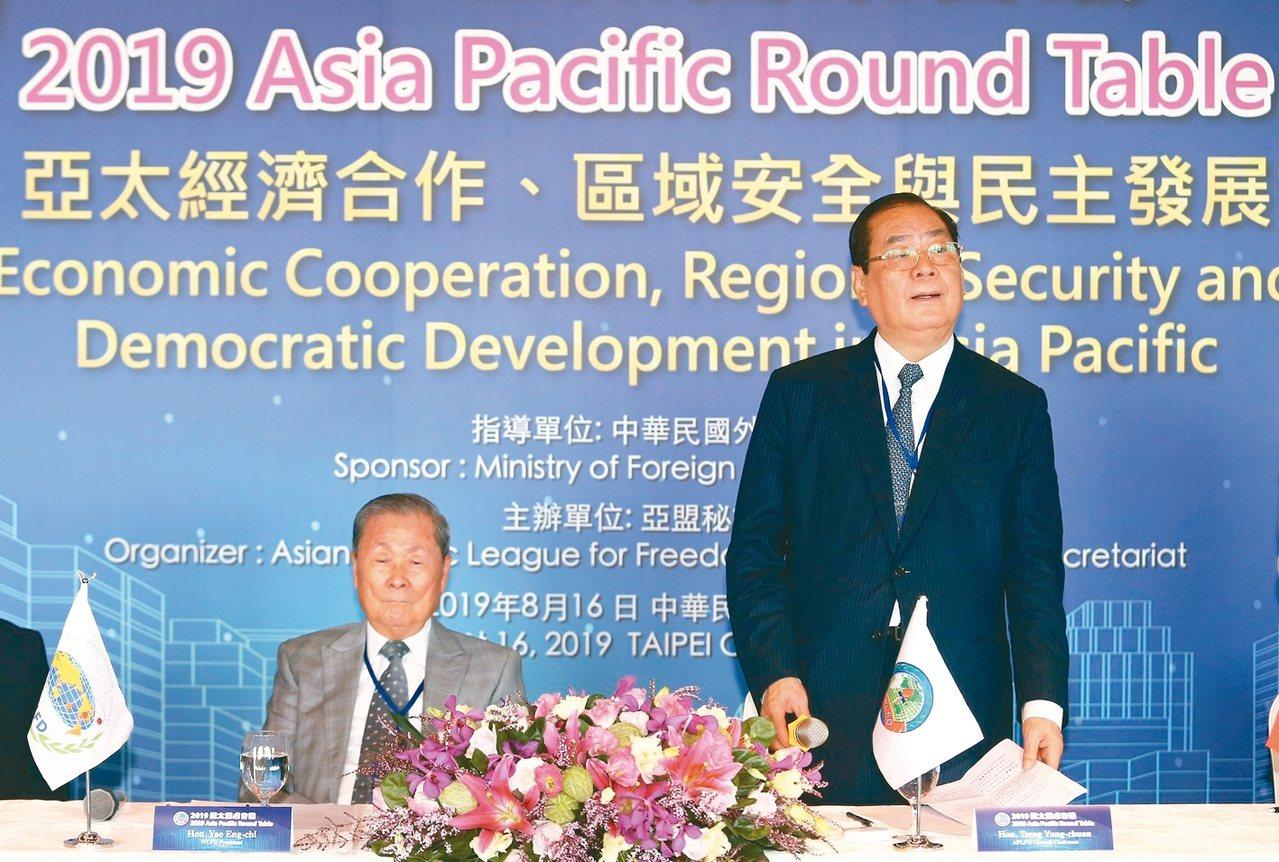 亞洲太平洋自由民主聯盟舉行理事會議,曾永權(圖右)蟬聯理事會主席。 圖/亞盟提供