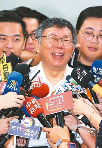 台北市長柯文哲拒絕鴻海集團創辦人郭台銘提出「郭柯配」,他表示不喜歡政治變分贓政治...