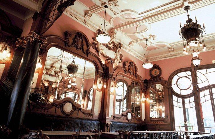 世界前10最美咖啡館之一:波多‧美好咖啡館Café Majestic。業者/提供