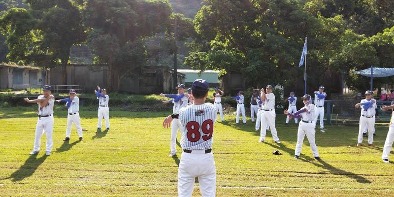 對阿公阿嬤來說,棒球是台灣人的驕傲,更是年少時未能實現的夢想。 圖/弘道老人基金...