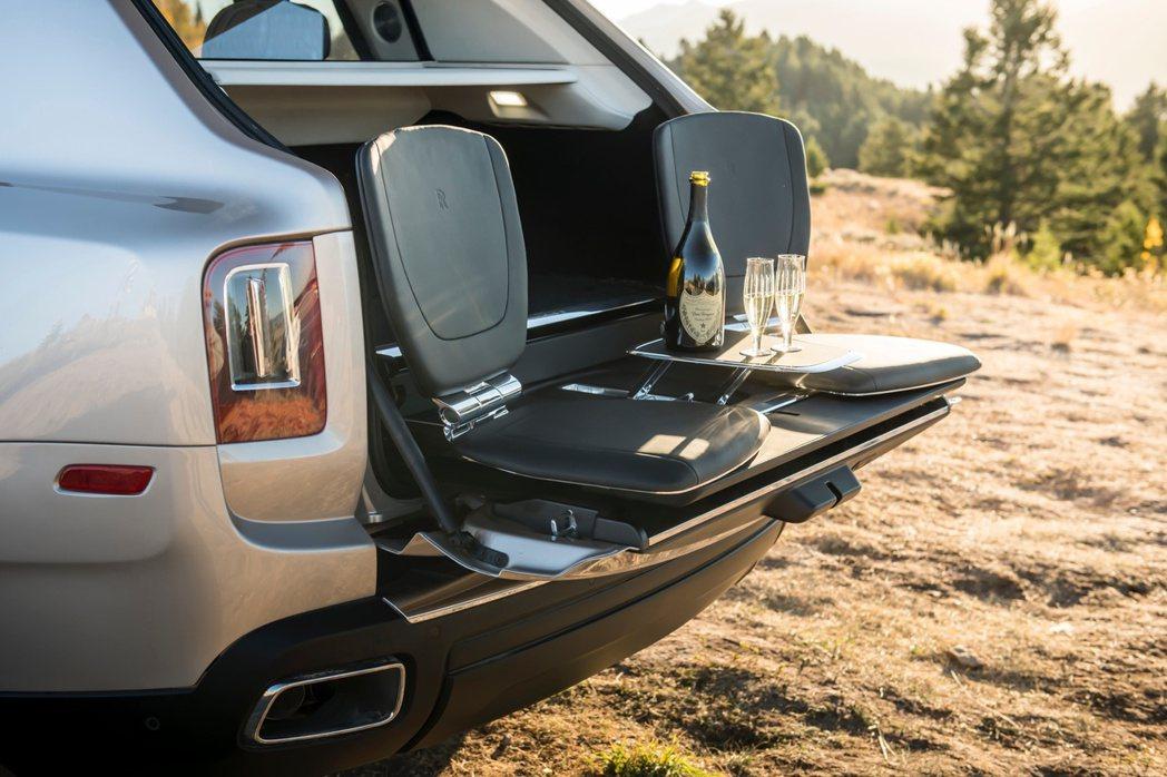勞斯萊斯頂級客製化Bespoke服務提供車主極致尊榮的體驗,協助層峰人士打造獨一...