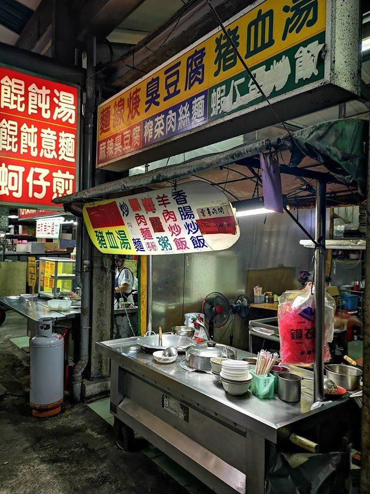 這家阿嬤炒飯位於楠梓區右昌街的美食廣場。圖擷自/爆怨公社