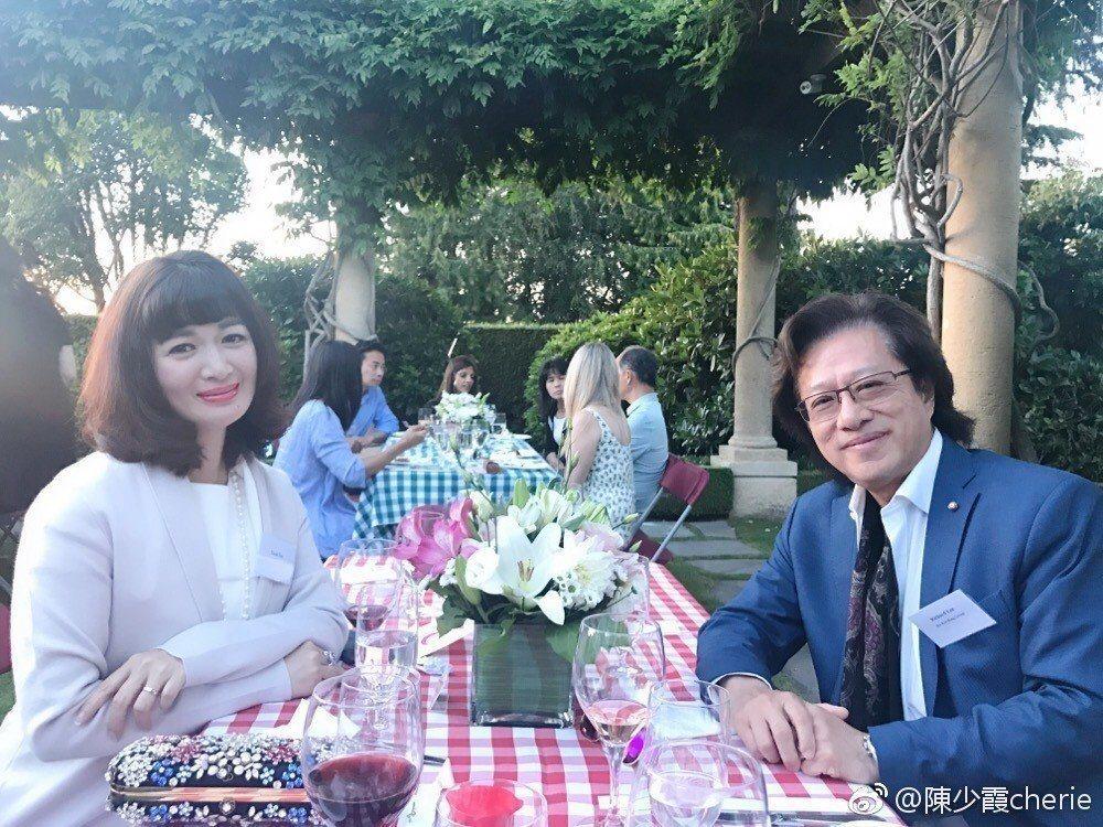 陳少霞42歲高齡生女。圖/摘自微博
