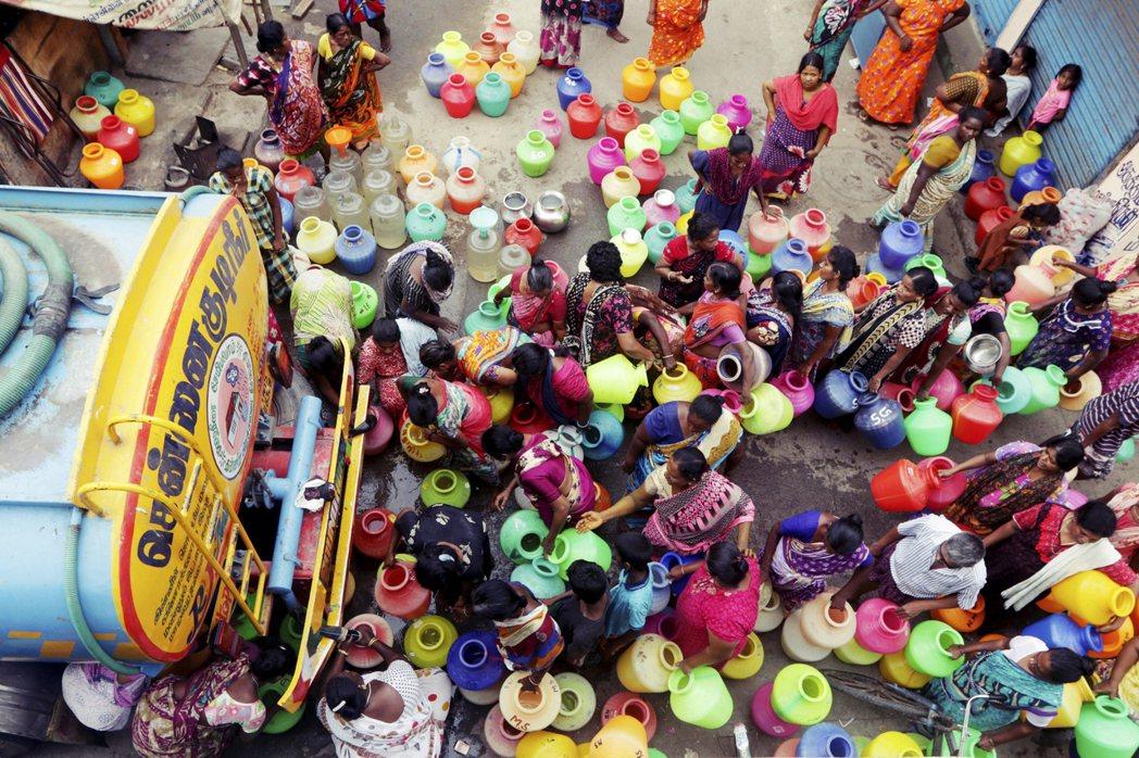 坦米爾納杜邦政府更從6月開始,每日發動9,800輛的水車,將從外地送來的水,有限...