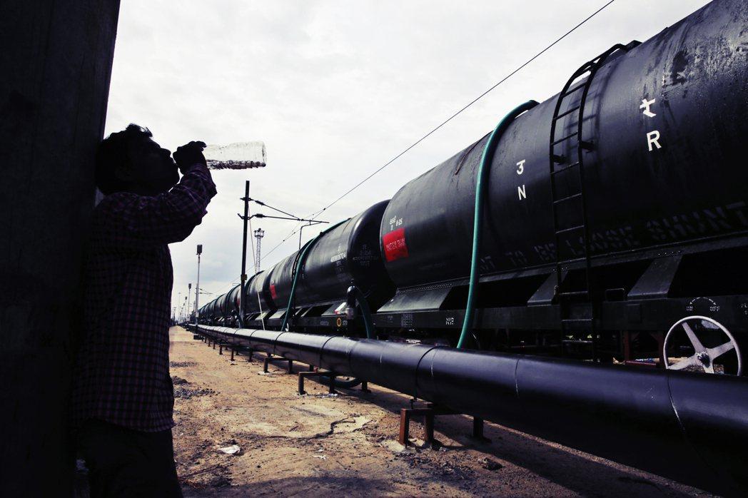 水罐列車計畫總花費估算高達9,400萬美元(約29.4億新台幣),「只是應急,但...