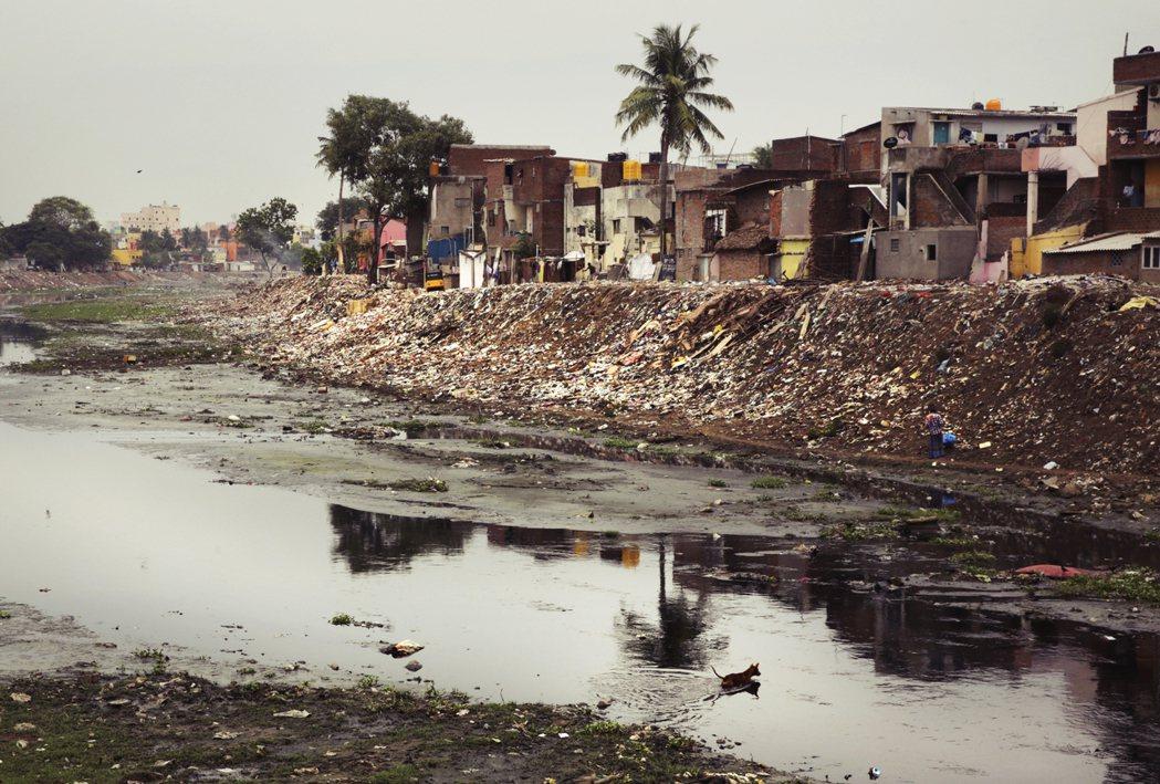 真正的問題在於都市開發、濕地破壞、雨水收集失效,以及政府對水資源管理與基礎建設投...