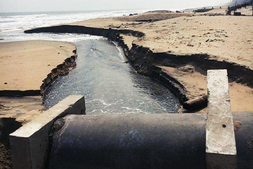 奈梅利海水淡化廠曾被指控,將鹵水違規排放置海灘。而這些高鹽分、高溫海水也可能對周...