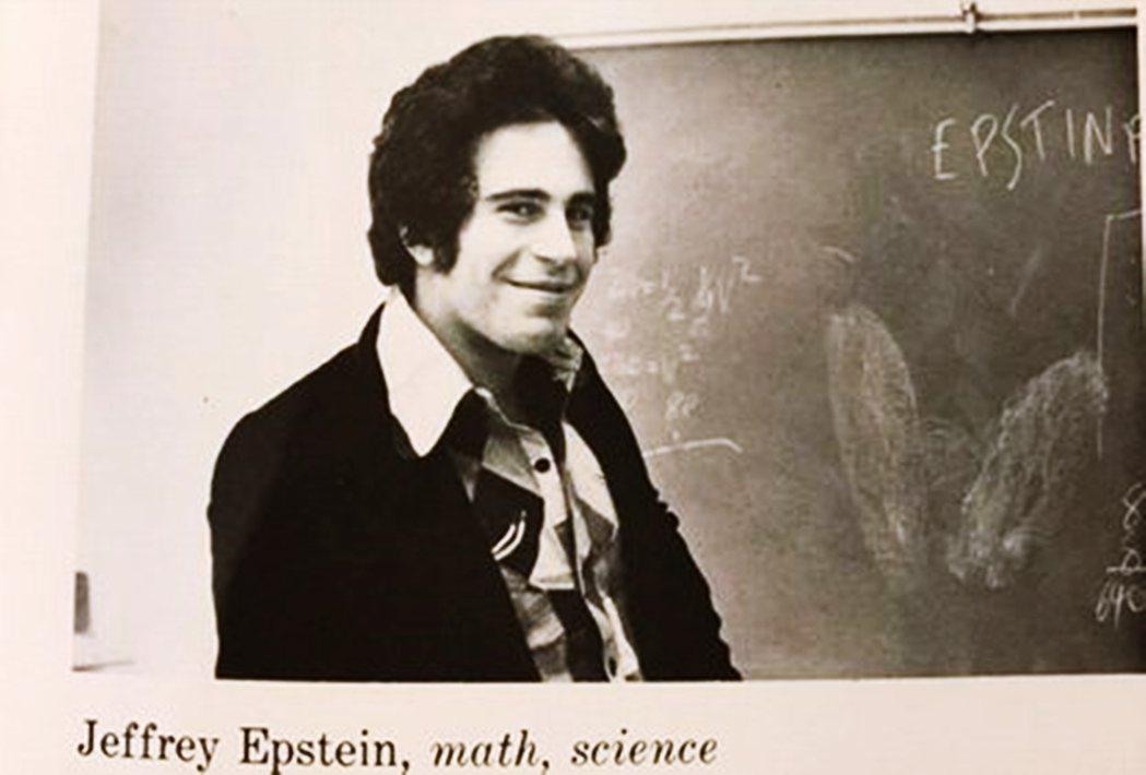 艾普斯坦從一名數學教師,在處處有貴人的助力下平步青雲、搖身一變成為金融界的富豪;...
