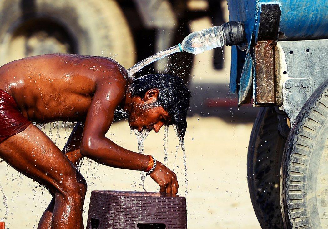 無論是缺水或洪災,清奈都不該再被動消極地做一座等雨來的城市,而應該更積極思考水之...