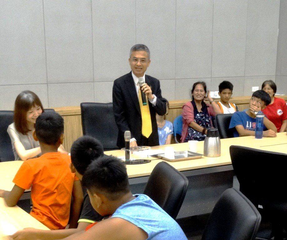 中華電信板橋電信學院熱力展開,邀請原鄉地區60位學童參加。 圖/中華電信基金會提...