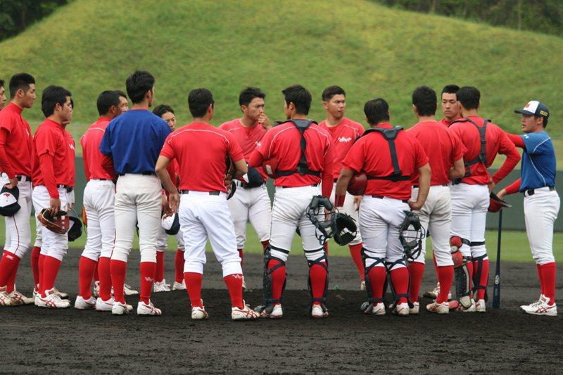 成立於2006年的梅田學園棒球隊,球員本業都是駕訓班教練,分散在6個分校。 圖/...