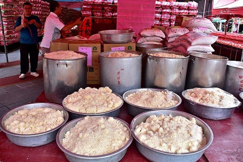 熟米飯放了一上午,其實已經硬掉了。