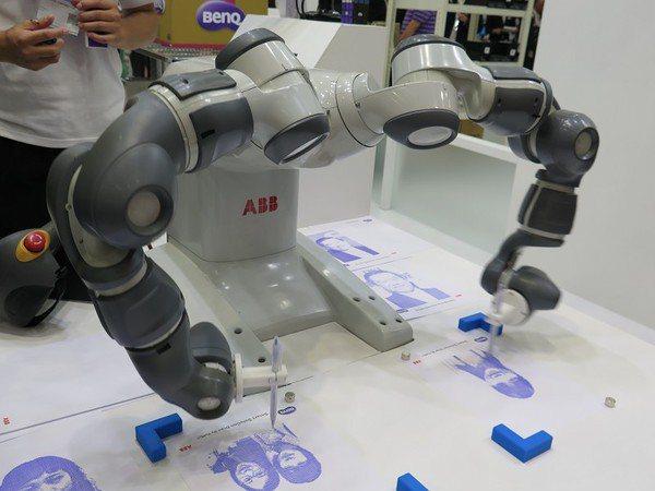 圖六 : 雙臂協作機器人可同時多工運作,效率更加倍。