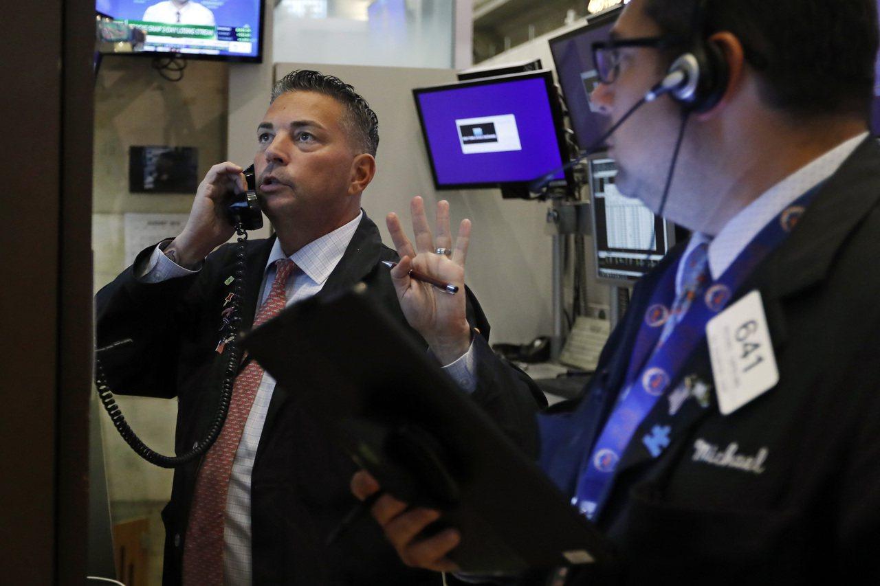 美股周四回穩,因美國零售銷售數據強勁,緩解投資人對成長衰退的疑慮。 美聯社