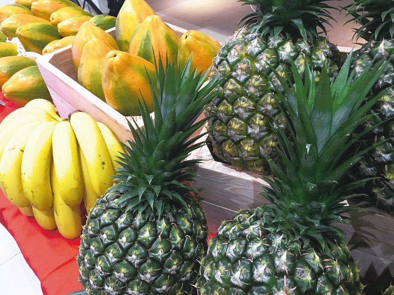 中醫認為,飯後吃下大量水果立即排便,恐不是腸胃功能變好,而是吃了過多屬性較寒的水...