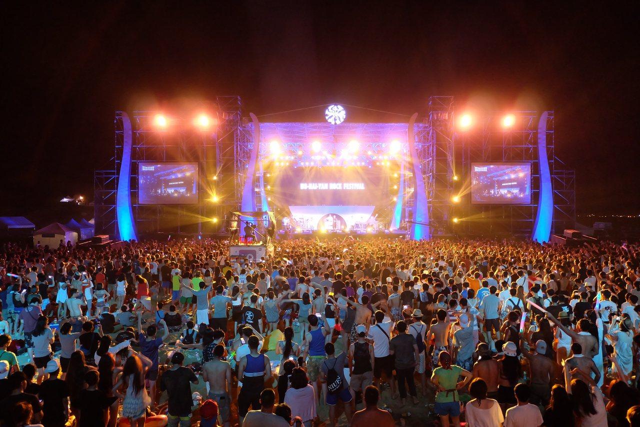 新北市貢寮國際海洋音樂祭是樂迷每年夏季不容錯過的重要活動。 新北市政府/提供