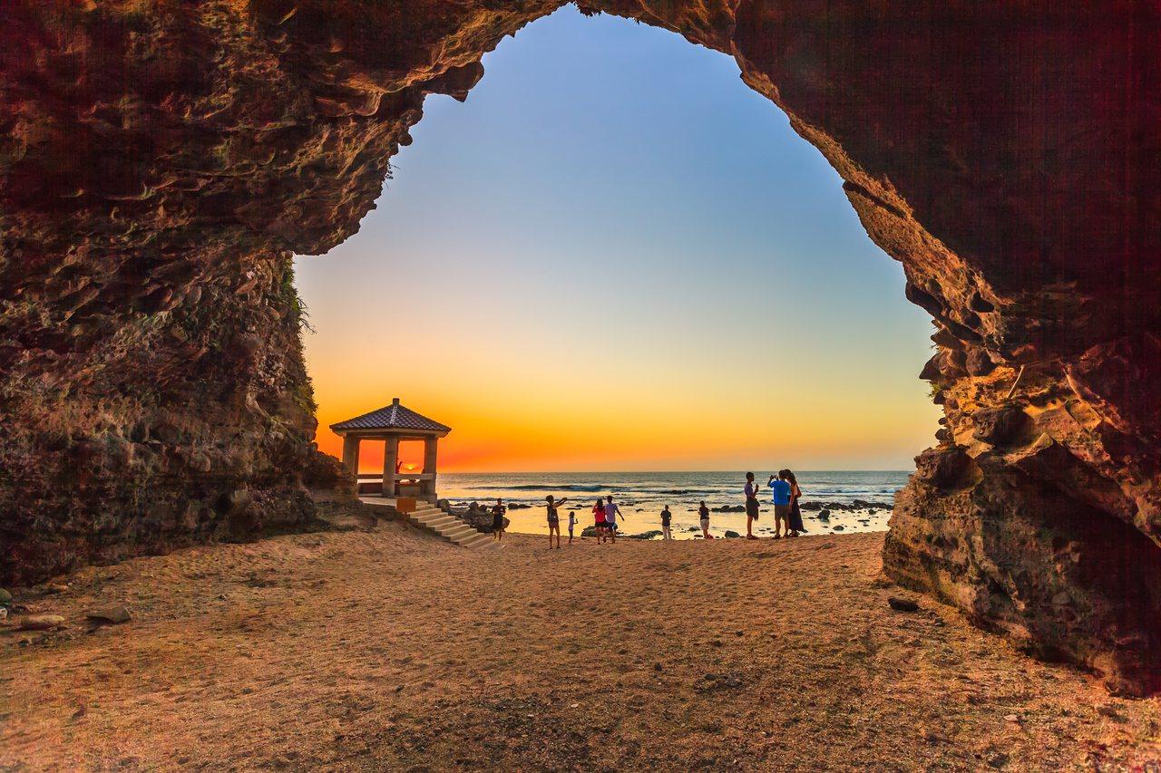 北海岸景點石門洞。圖/北觀處提供