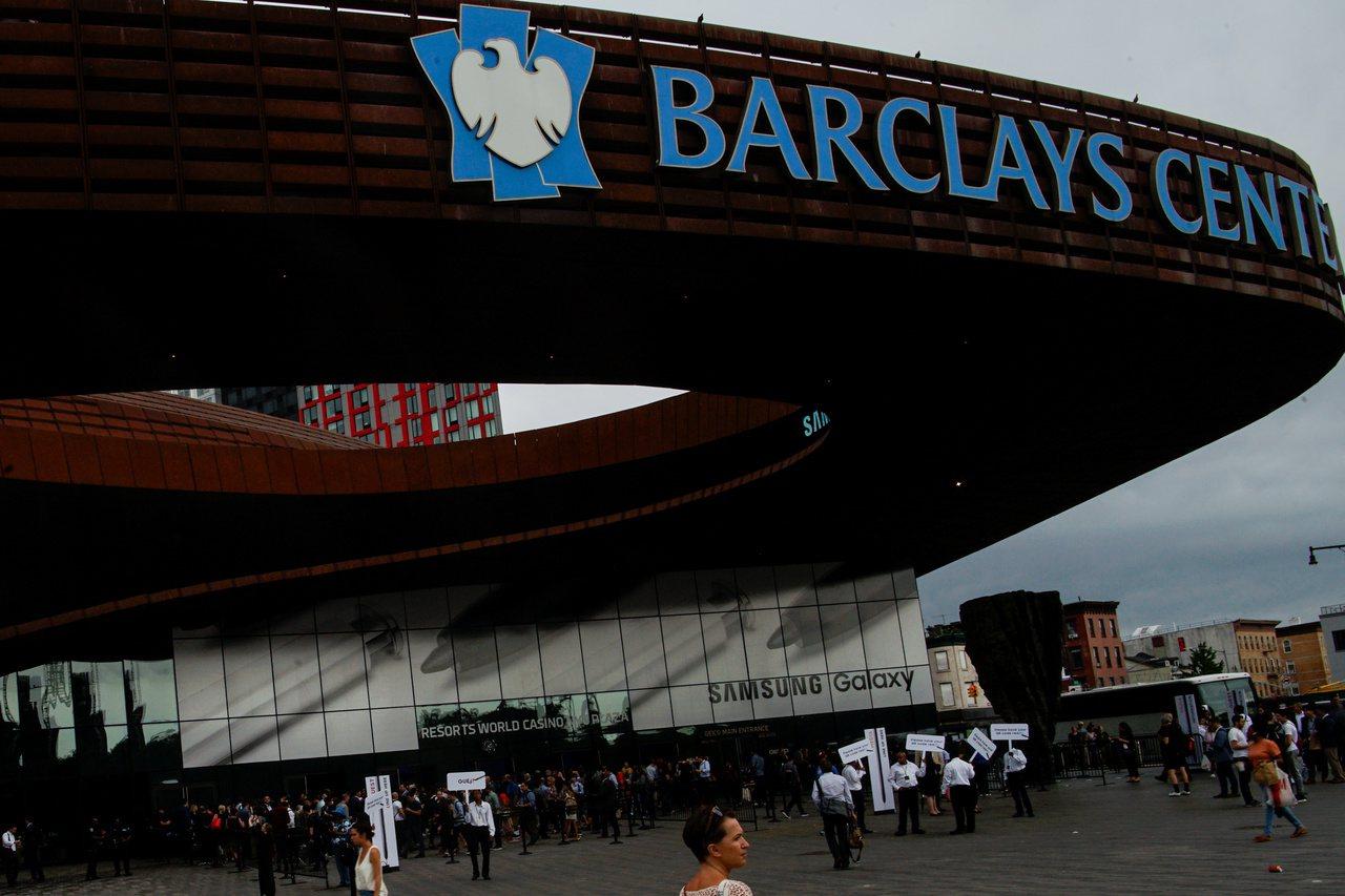 蔡崇信準備以逾7億美元買下籃網隊主場巴克萊中心。 路透
