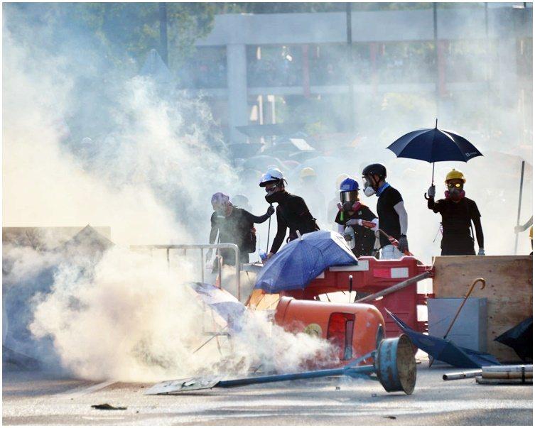 香港民眾反對修訂《逃犯條例》示威已持續多時,環時社評稱,香港不會成89年政治風波...
