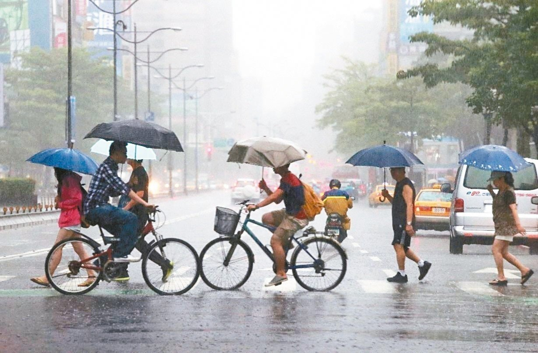 氣象局指出,今明兩天中南部雨勢仍然明顯。本報資料照片