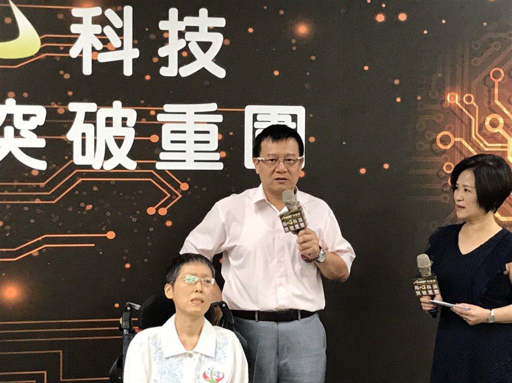 劉益宏等25人組成的台灣團隊,打造全球第一個針對後期漸凍症病友設計的智慧溝通系統...