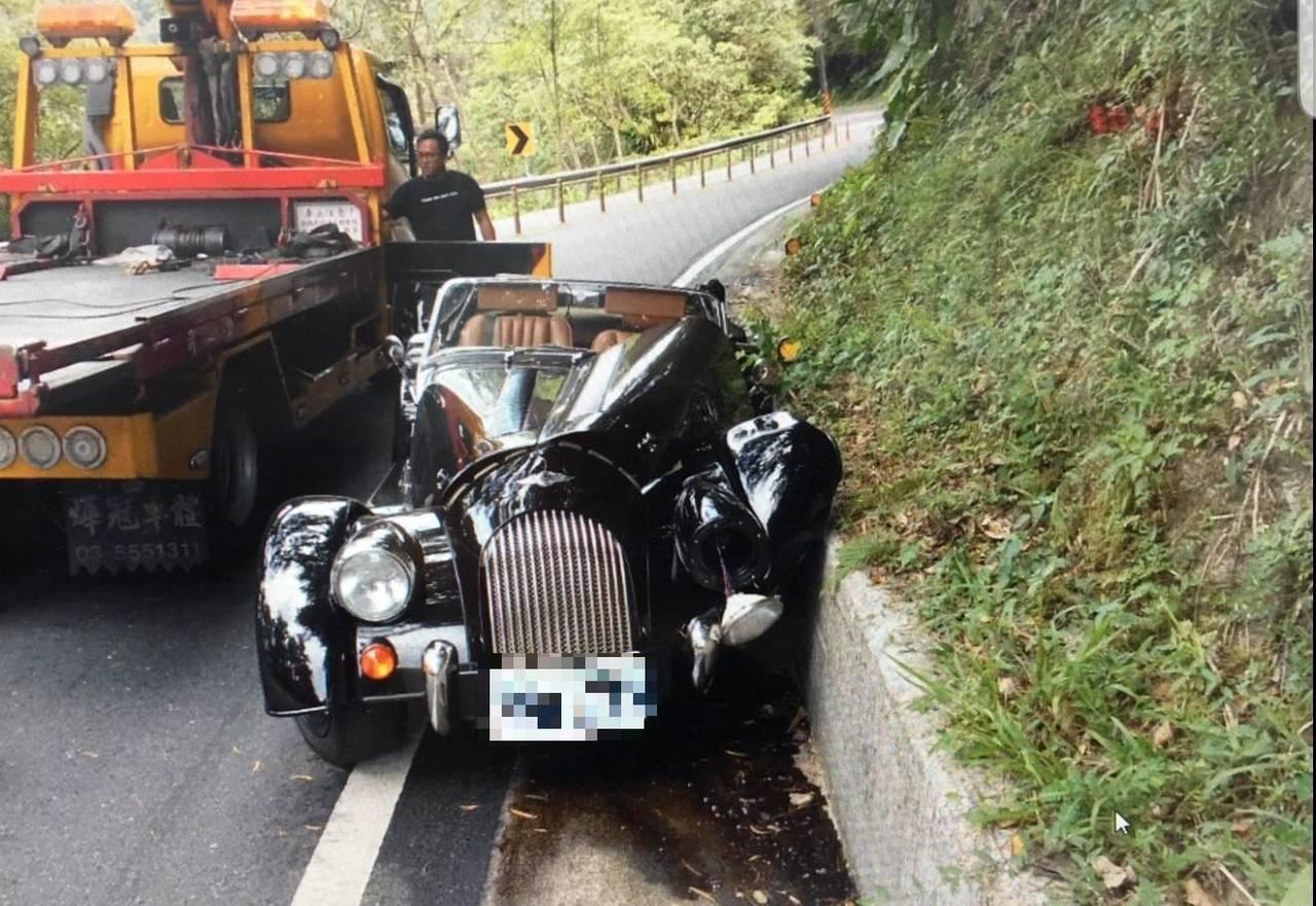 價值超過200萬元的英國百年車廠限量製造的中古造型敞蓬車,今天上午行經新北市坪林...