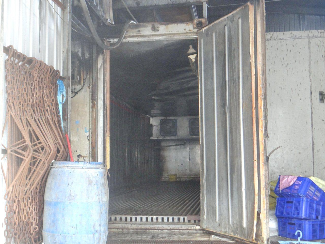雲林肉品市場的分切廠起火,疑因冷凍櫃電線短路所致。記者蔡維斌/攝影