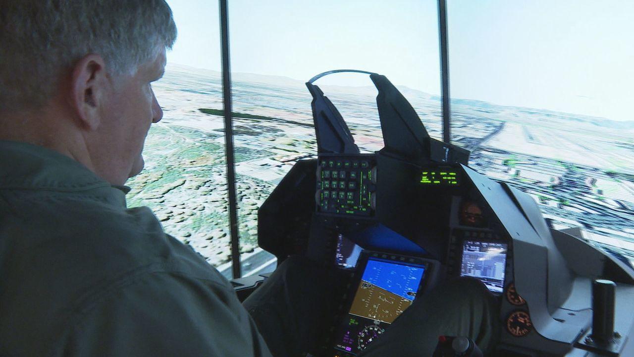 台灣計畫向美採購F-16V戰機,美商洛馬特別將F-16V戰機模擬器搬到台北航太展...