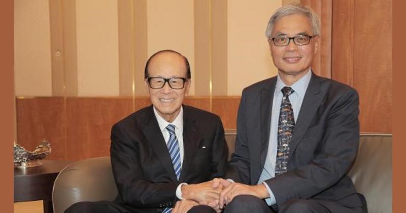 李嘉誠(圖左)捐資港科大港幣5億元成立合成生物學研究院。圖:明報網站