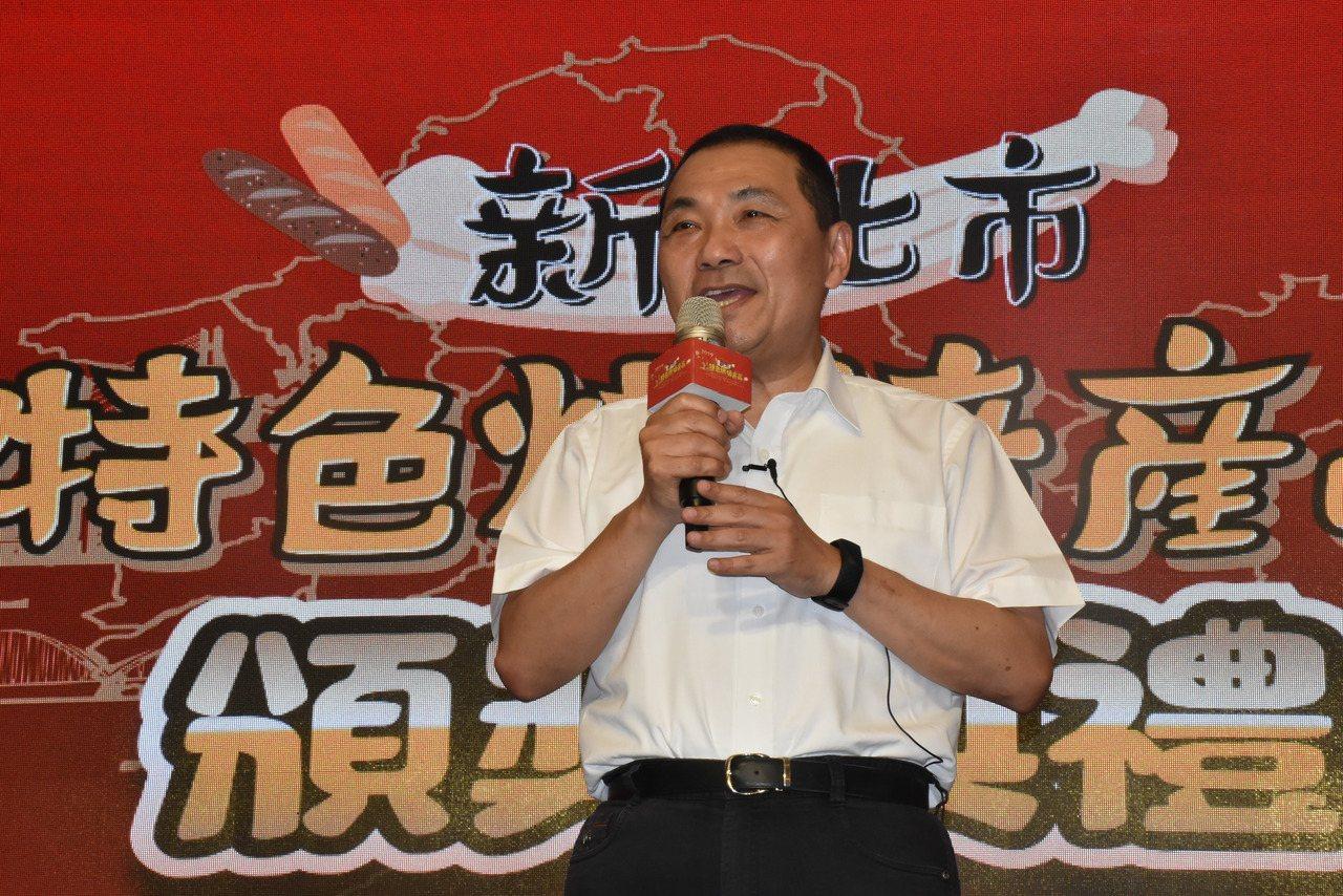 日前有名嘴在政論節目爆料韓國瑜上任後沒在批公文,高雄市長韓國瑜昨天反駁,他每天都...