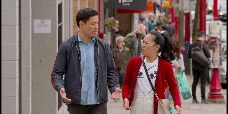 通勤時間若超過1小時,可選部浪漫喜劇電影《可能還愛你》,開啟一整天愉快心情。圖/...