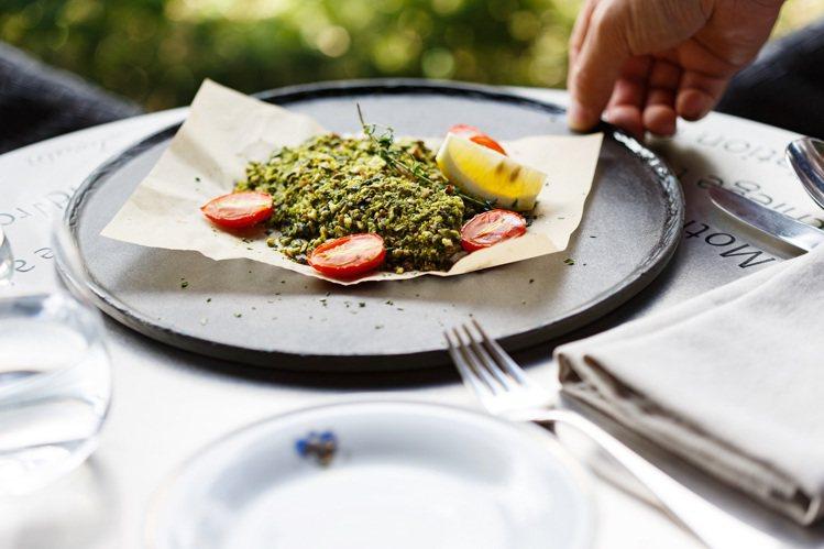 主廚每日時令鮮魚880元。圖/Florian福里安花神提供