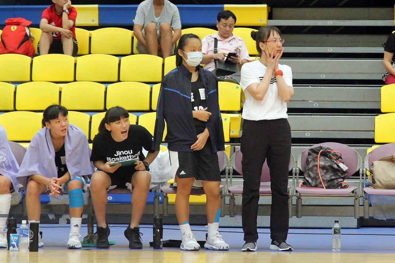 金甌代理教練莊孟芳(右)。記者林宋以情/攝影