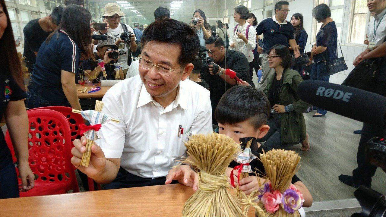 教育部長潘文忠今天到廣興國小了解偏鄉學校需求。圖/廣興國小提供