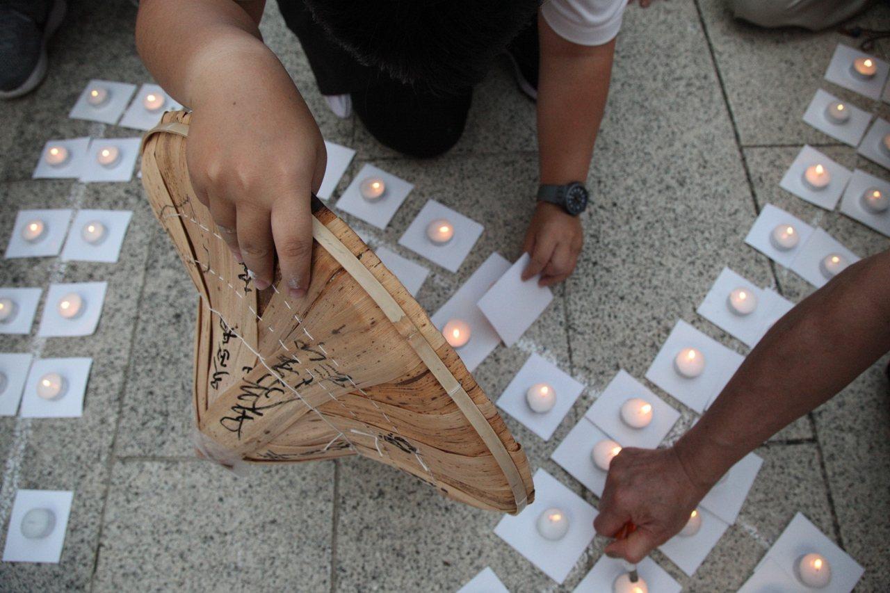 苦行者用心點亮保台挺港的民主燭光。記者蔡維斌/翻攝