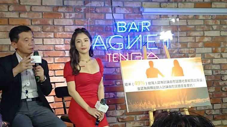 日本成人用品業者TENGA首度來台打造為期兩天的成人用品快閃酒吧,今天揭幕邀請宅...