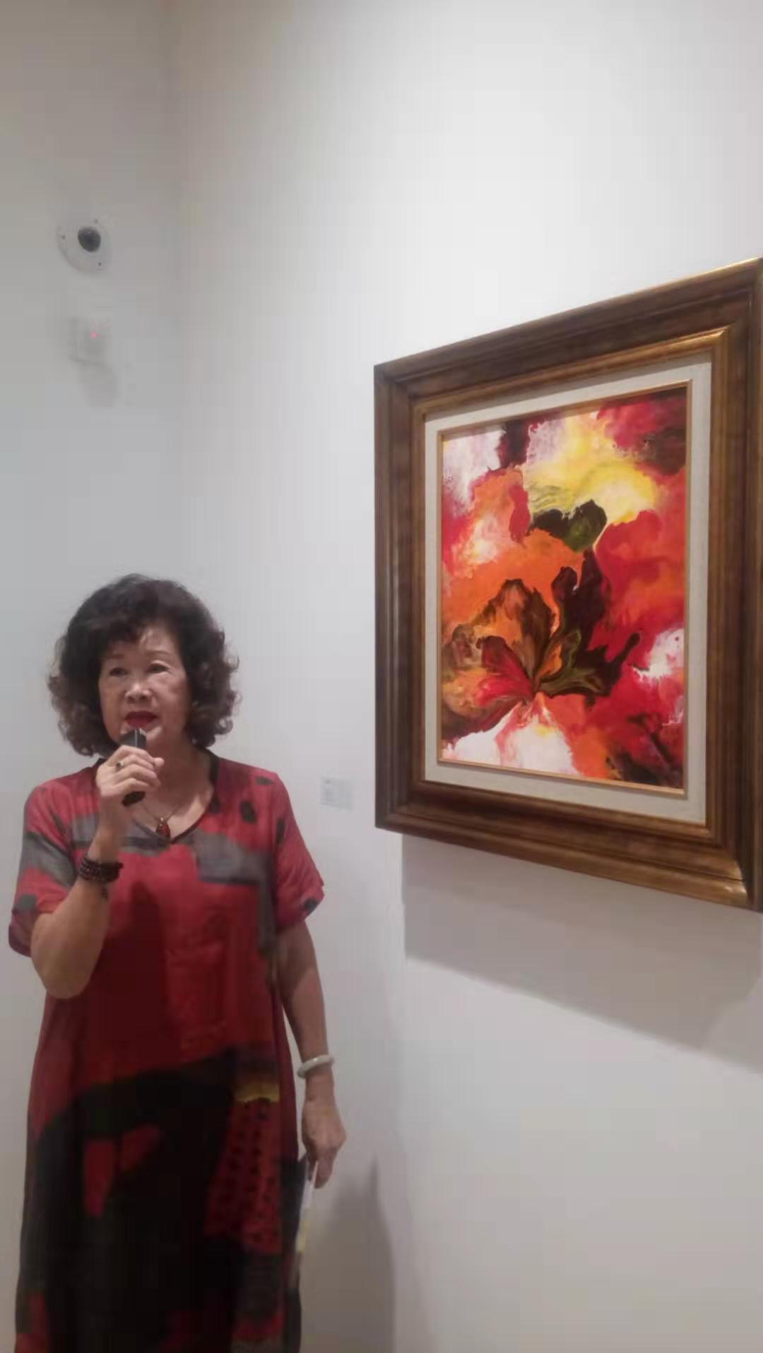 台灣素人畫家蔡玉葉今(16)日在上海寶吉祥藝術中心舉辦油畫展,將今年獲得韓國「亞...