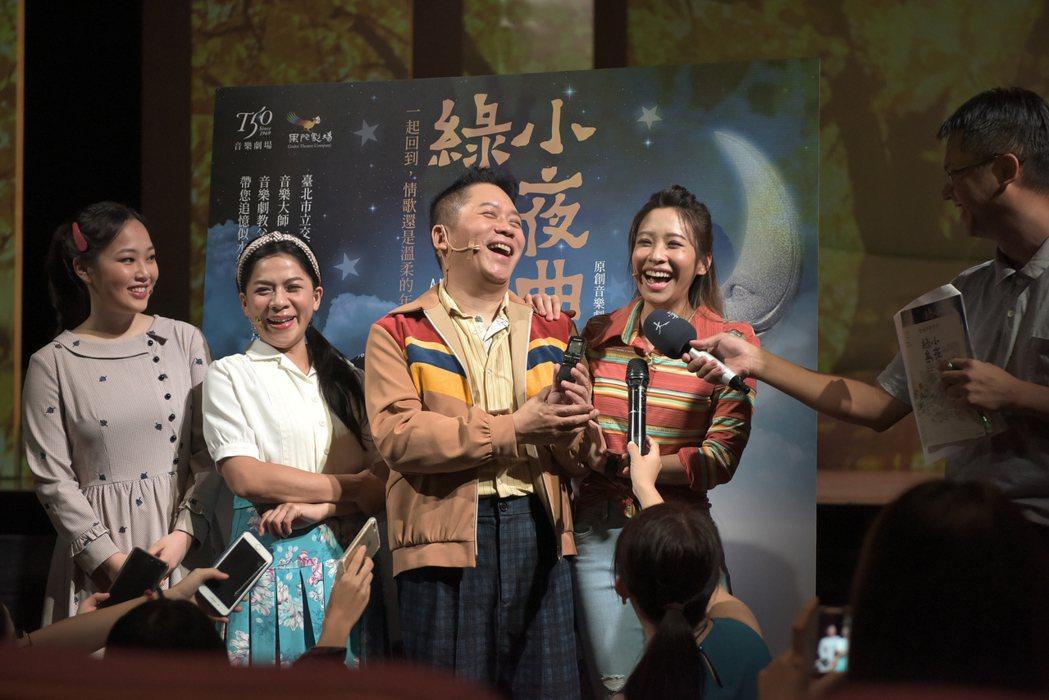 袁詠琳(右起)、卜學亮、江美琪演出「綠島小夜曲」。圖/果陀提供
