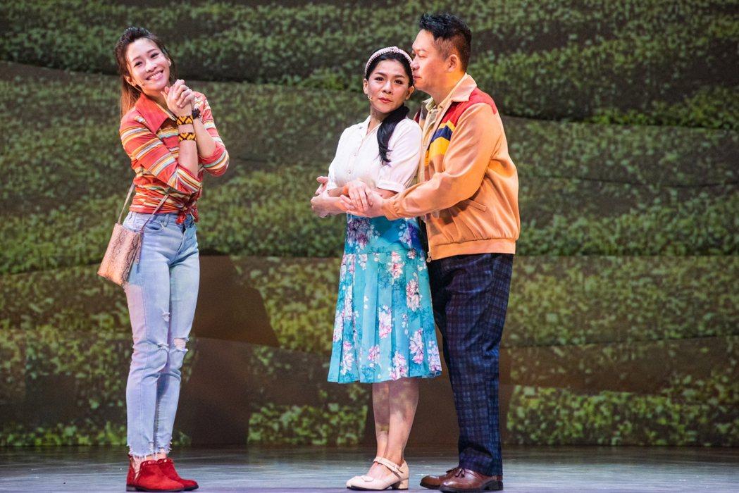袁詠琳(左起)演出「綠島小夜曲」跨越時空,見證爺爺奶奶卜學亮、江美琪的愛情。圖/...
