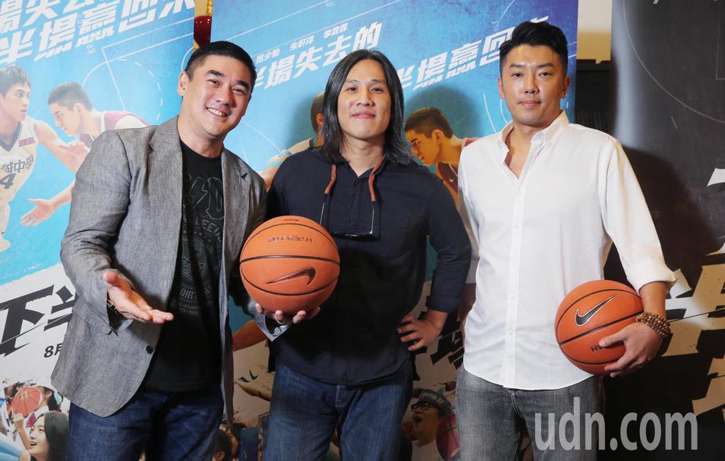 吳大維(左)、導演張榮吉(中)、段鈞豪(右)專訪。記者徐兆玄/攝影