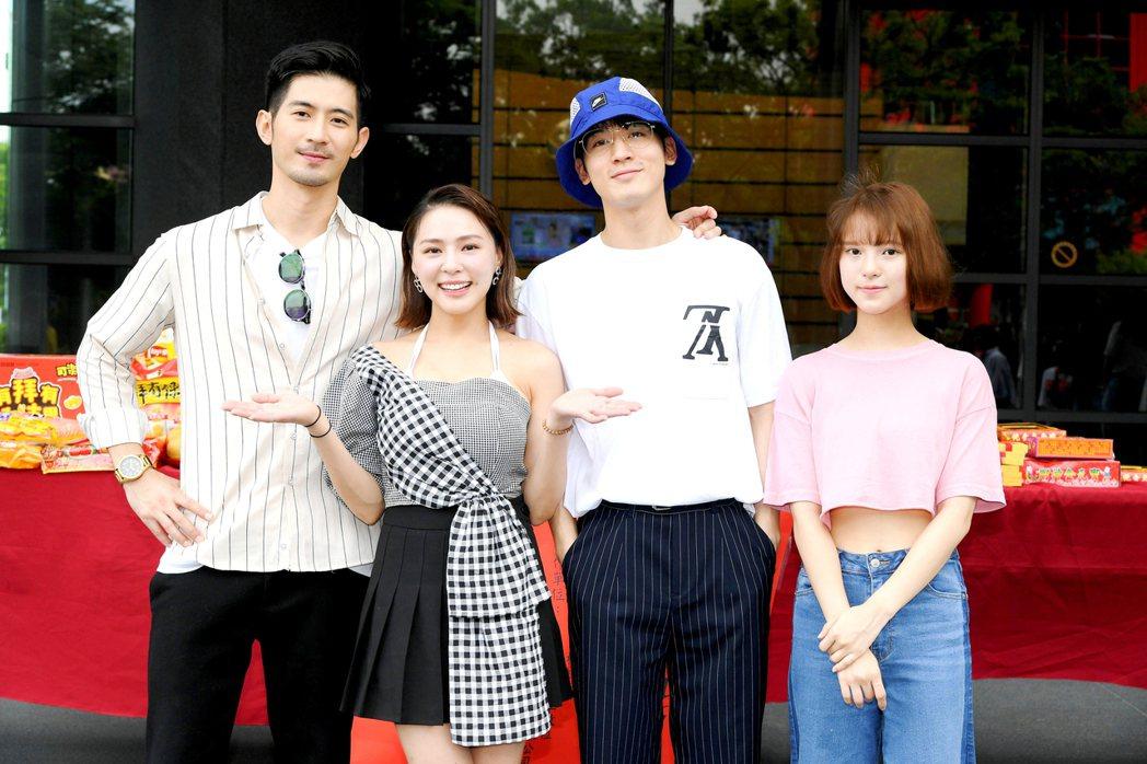 言明澔(左起)熊熊、小樂吳思賢、項婕如出席新戲「網紅的瘋狂世界」開鏡。圖/三立提...