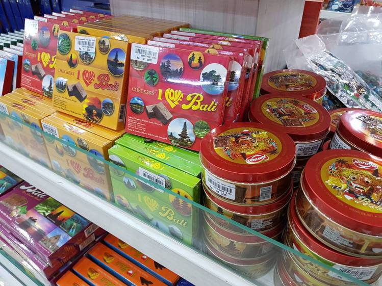 賣場內有各式的巧克力、糖果。記者陳睿中/攝影