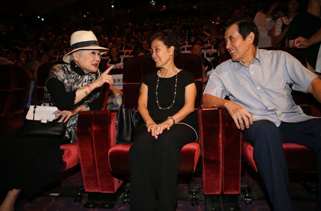 蔡琴演唱會台下觀眾超大咖,聯合報發行人王效蘭(左起)、馬大姊、前總統馬英九。記者...