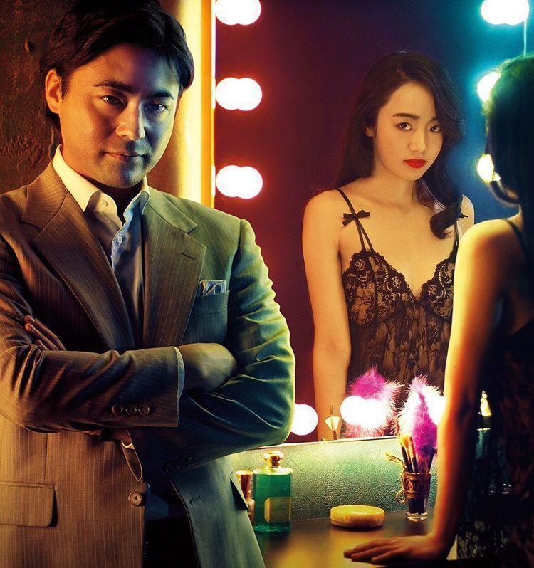 山田孝之與森田望智在「AV帝王」飾演A片大導演與傳奇女優。圖/摘自Netflix