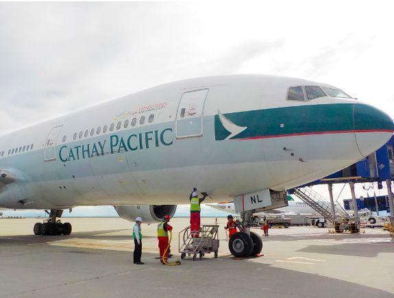 香港國泰航空因員工參與反送中,遭大陸民航局與中資大股東施壓,兩位總裁辭職。圖/國...